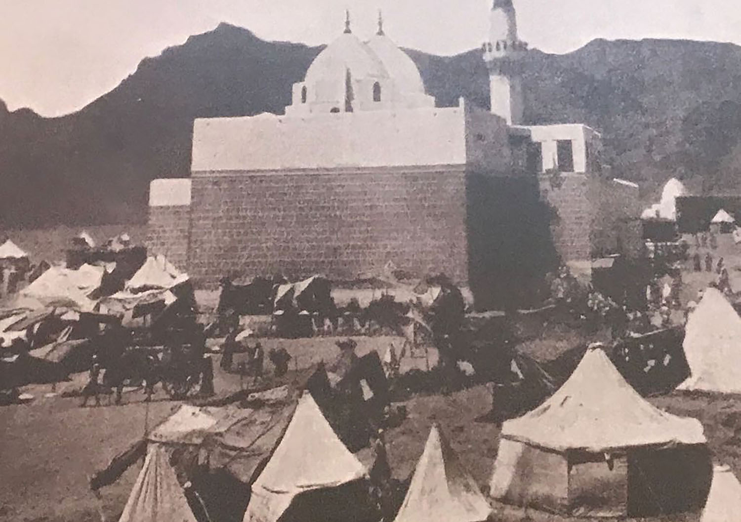 Sayyid Al-Shuhada Mosque is at the site of the battle of Uhud