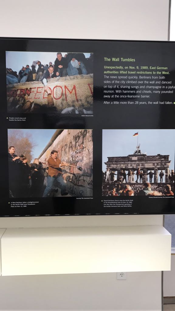 Photos that speak a 1000 words on the Berlin wall