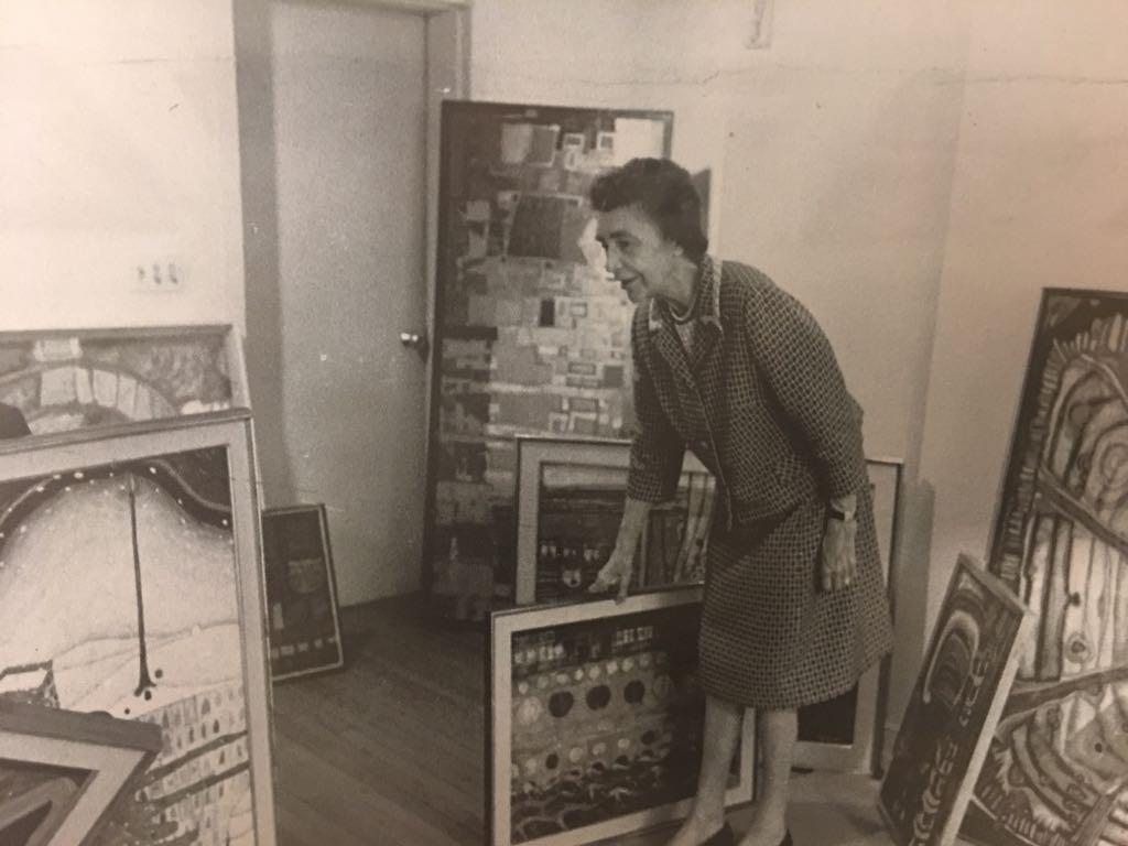 Marjorie Phillips installing Hundertwasser exhibition, 1969